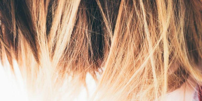 白髪の毛先